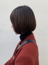 シンプルな大人ベージュミニボブ(髪型ボブ)