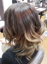 グラデーションカラー(髪型セミロング)