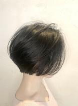 後頭部◎黒髪バルーンボブ(髪型ショートヘア)