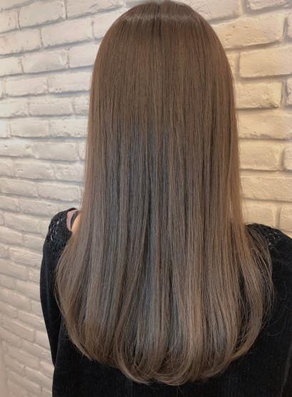 毛流れが綺麗な大人シルキーストレート(髪型ロング)