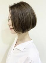 30、40代美シルエットシンプルボブ(髪型ボブ)