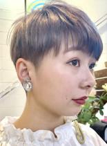 ハイトーンカラーのツーブロックショート(髪型ベリーショート)