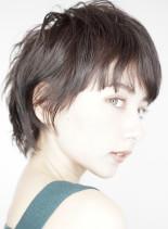 キュートなソフトウルフレイヤースタイル(髪型ショートヘア)
