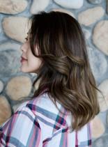 グラデーションナチュラルカラー(髪型セミロング)