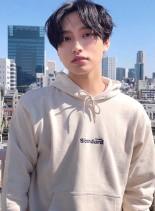センターパート黒髪ニュアンスパーマ(髪型メンズ)