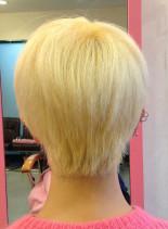 強クセ毛 ブリーチヘア(髪型ショートヘア)