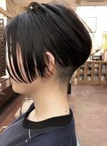ショートヘア前下がり前髪長めツーブロック