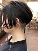 ショートヘア前下がり前髪長めツーブロック(髪型ショートヘア)