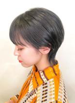 アッシュグレーショートカット(髪型ショートヘア)