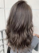 グレーアッシュセミロング(髪型セミロング)