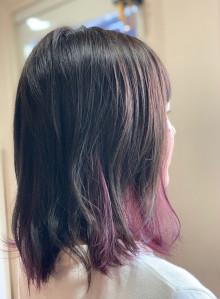 インナーカラーで伸ばしかけの髪も気分転換