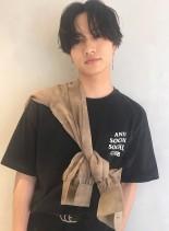 黒髪センターパートアンニュイパーマ(髪型メンズ)