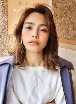 かきあげレイヤーミディアムヘア(髪型ミディアム)
