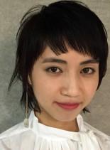 短い個性的なザクザク前髪のウルフスタイル(髪型ショートヘア)