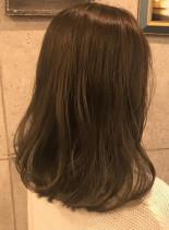 カーキアッシュ(髪型ミディアム)