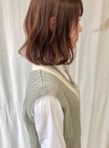 柔らかピンクベージュ×ラフミディアム(髪型ミディアム)