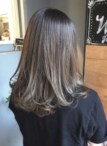 ナチュラルグラデーションカラー(髪型セミロング)
