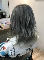 シルバーグラデーションカラー(髪型ミディアム)