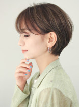 大人かわいい前髪長めの耳かけ丸みショート(髪型ショートヘア)