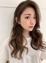 夏を楽しむための大人明るめヘアー(髪型ロング)
