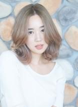 ハイトーンミディアムレイヤー(髪型ミディアム)