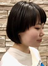 個性的な短いワイドバングのマッシュボブ(髪型ボブ)