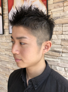 トップザクザクな動きのメンズ刈り上げ髪型