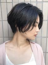 暗髪でも◎ふんわりパーマで軽やかショート(髪型ショートヘア)