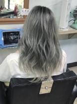ホワイティグレーカラー(髪型ロング)