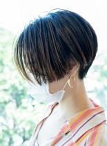 カットラインの美しいフロンタールカット(髪型ショートヘア)