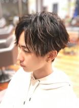 センターパート ツイスト ツーブロック(髪型メンズ)