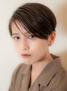 前髪長めのコンパクトショートスタイル(ビューティーナビ)