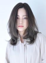 透明感のある、ふんわりセミロングスタイル(髪型セミロング)