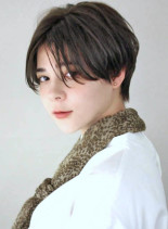 前髪長めセンターパート黒髪ショート (髪型ショートヘア)