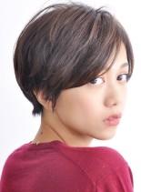 頭の丸みが綺麗な大人のショートヘアー(髪型ショートヘア)
