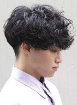 外国人風ツーブロックパーマ(髪型メンズ)