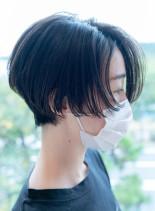 質感とシルエットの美しいショートボブ(髪型ショートヘア)