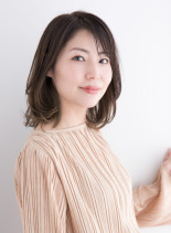 大人ふんわりレイヤースタイル(髪型ミディアム)