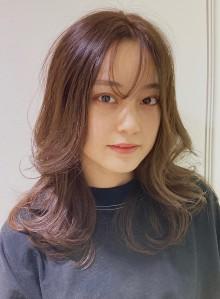 ポイント前髪のリバースパーマスタイル