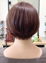30代からの襟元スッキリショートボブ(髪型ショートヘア)