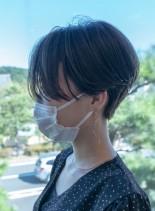 直線的なラインの美しいフロンタールカット(髪型ショートヘア)