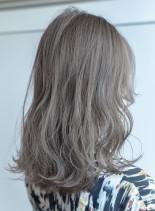 ナチュラルでダメージレスな透明感カラー(髪型セミロング)