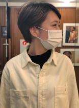 スレンダーネックなミニショート(髪型ショートヘア)