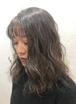 グレーカラー(髪型セミロング)