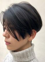 個性的でかっこいい前下がりツーブロック(髪型ショートヘア)