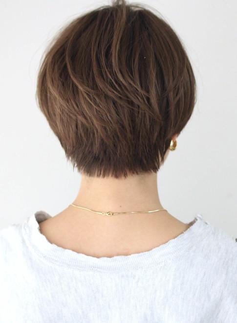 前髪長めすっきり丸みマッシュショート(ビューティーナビ)