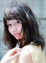 大人かわいい外国人風パーマスタイル(髪型ミディアム)