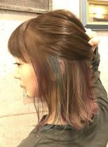 インナーカラー(髪型ミディアム)