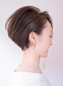 長め前髪×耳掛けで大人ハンサムショート(ビューティーナビ)