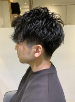 大人メンズの黒髪スパイラルショート(髪型メンズ)